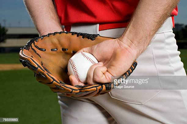 baseball pitcher with glove and ball - pitcher stockfoto's en -beelden