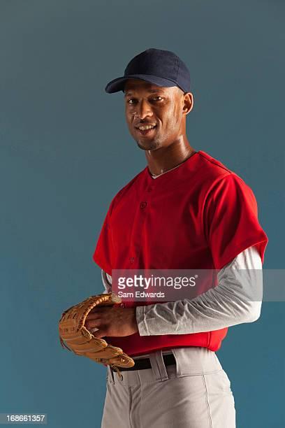 baseball con palla e guanti - berretto da baseball foto e immagini stock