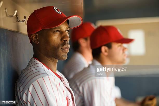 baseball players sitting in the dugout - dugout fotografías e imágenes de stock