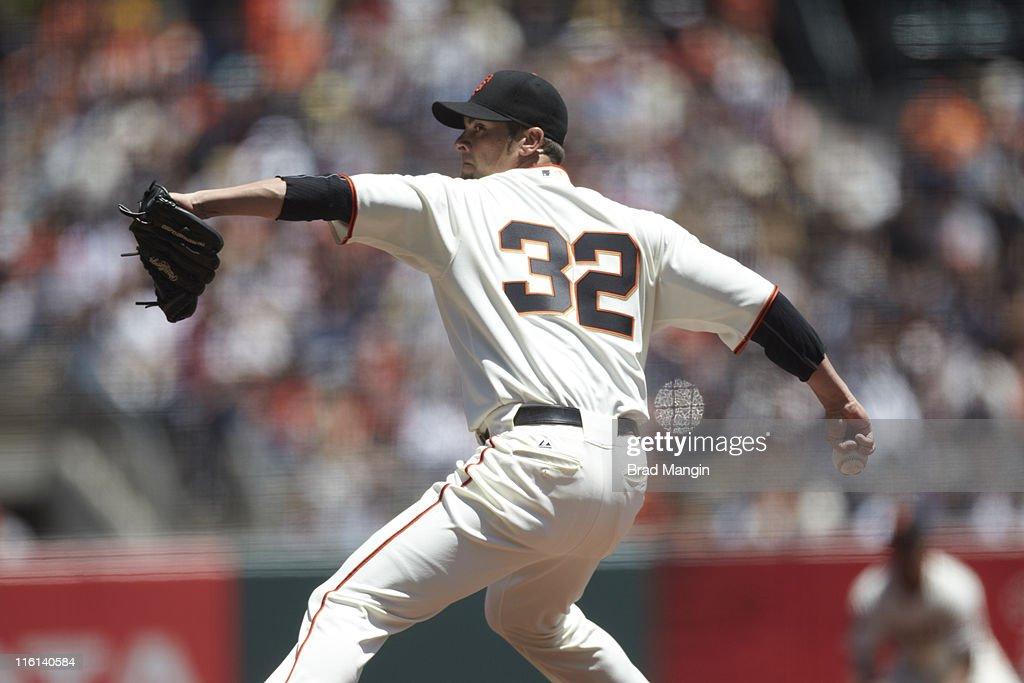 San Francisco Giants Ryan Vogelsong (32) in action, pitching vs Florida Marlins at AT&T Park. Brad Mangin F45 )