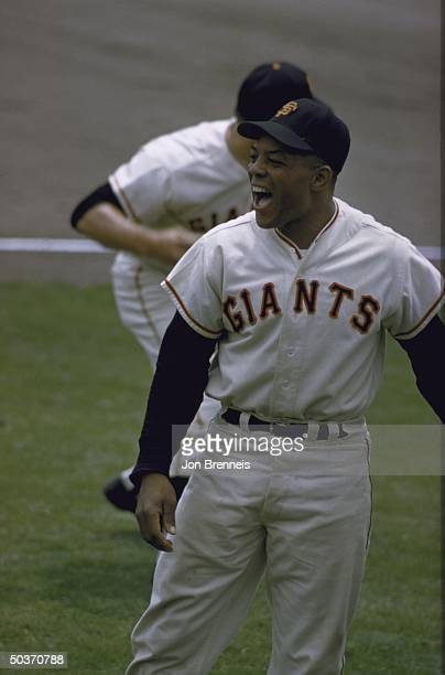 SF Giants Willie Mays alone smiling victorious