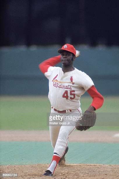 St Louis Cardinals Bob Gibson in action pitching during spring training game at Al Lang Field St Petersburg FL 3/5/1970 CREDIT Walter Iooss Jr