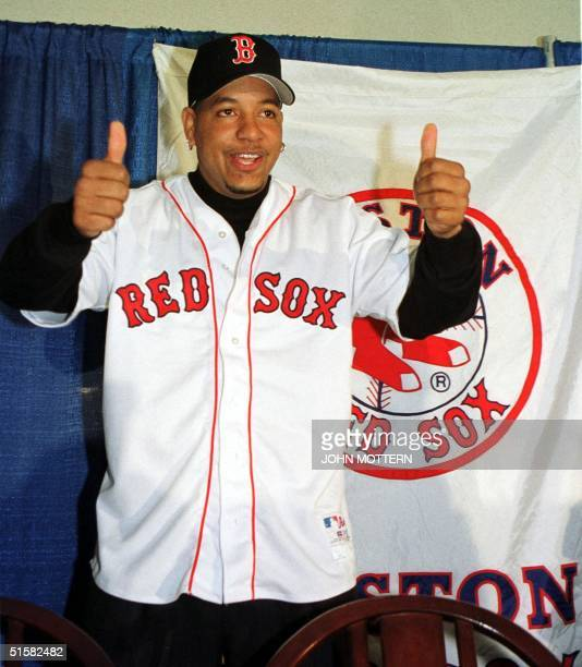 Baseball superstar slugger Manny Ramirez gives the thumbs up after signing a 160 million USD eight year deal with the Boston Red Sox 13 December 2000...