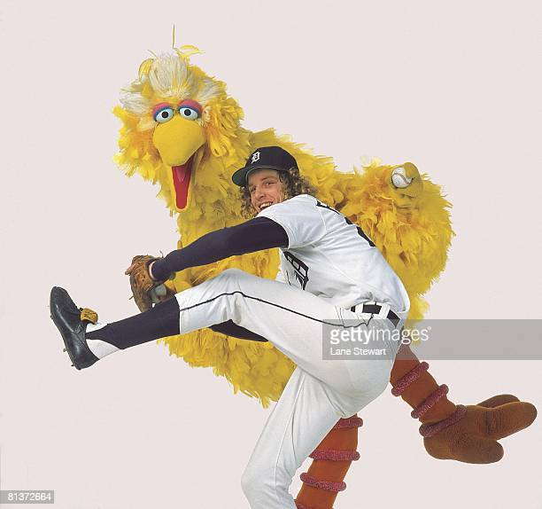 Baseball Unusual portrait of Detroit Tigers Mark The Bird Fidrych with Big Bird of Sesame Street Cover 1/31/1977