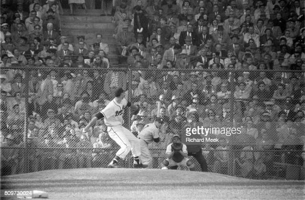 World Series Milwaukee Braves Gene Conley in action pitching vs New York Yankees Mickey Mantle at Milwaukee County Stadium Game 3 Milwaukee WI CREDIT...