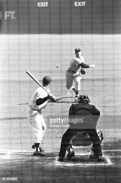 Baseball World Series Milwaukee Braves Lew Burdette in action vs New York Yankees Milwaukee WI 10/5/1957
