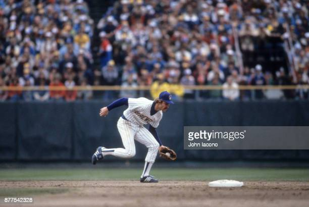 World Series Milwaukee Brewers Robin Yount in action fielding vs St Louis Cardinals at Milwaukee County Stadium Game 5 Milwaukee WI CREDIT John Iacono