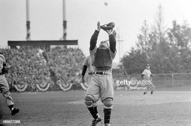 New York Yankees Yogi Berra in action making catch vs Milwaukee Braves at Milwaukee County Stadium Game 4 Milwaukee WI CREDIT John G Zimmerman