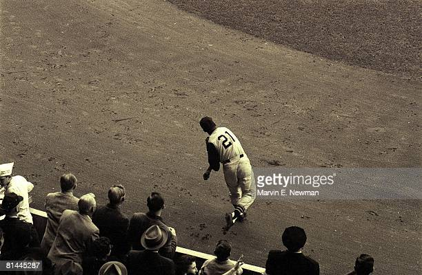 Baseball World Series Pittsburgh Pirates Roberto Clemente in action vs New York Yankees Pittsburgh PA