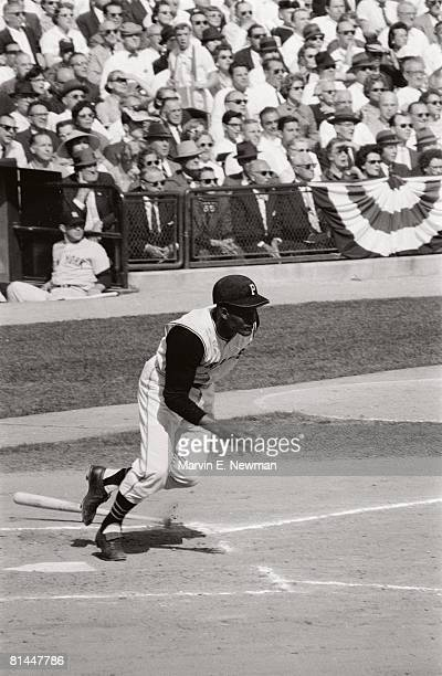 Baseball World Series Pittsburgh Pirates Roberto Clemente in action vs New York Yankees 10/5/1960