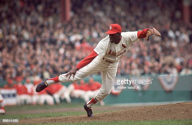 World Series St Louis Cardinals Bob Gibson in action pitching vs New York Yankees Game 2 St Louis MO 10/8/1964 CREDIT Walter Iooss Jr