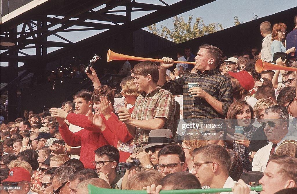 St. Louis Cardinals Fans, 1964 World Series : News Photo