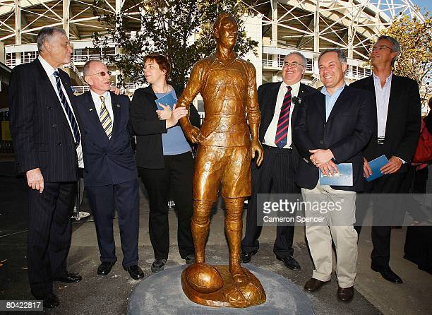 Basil Sellers Dally Messenger III sculptor Cathy Weiszmann SCG Trust chairman Rodney Cavalier NSW Premier Morris Iemma and NRL CEO David Gallop stand...