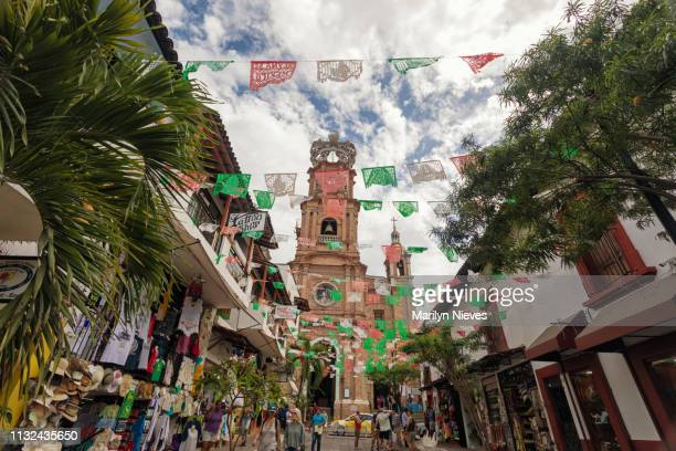 basilica and plaza in downtown puerto vallarta - basilica of our lady of guadalupe stock pictures, royalty-free photos & images
