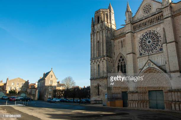 basilica cathedral of san pedro in poitiers - ポワティエ ストックフォトと画像