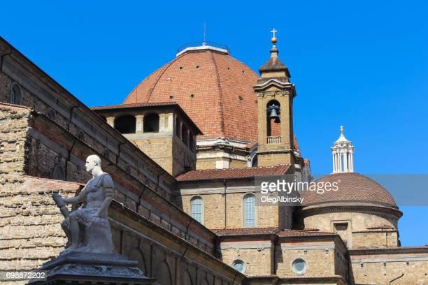 バシリカ ・ ディ ・ サン ・ ロレンツォ (セント ・ ローレンス教会)、フィレンツェ、イタリア。 - バシリカ ストックフォトと画像