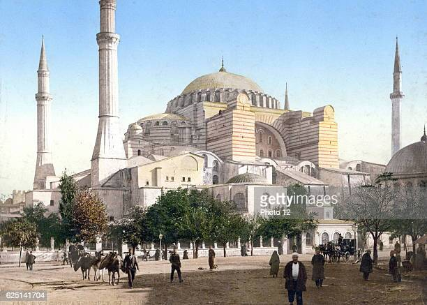 Basilica Hagia Sophia , Istanbul in Constantinople. Until 1453 served as a cathedral. From May 1453 to 1934 it was a mosque, now a museum.