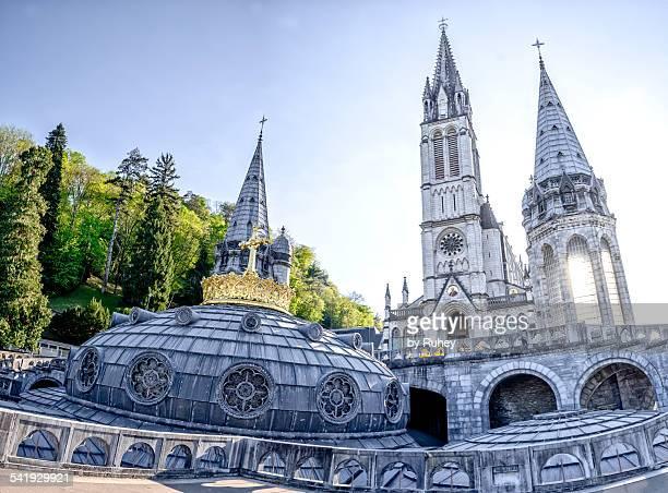 basilica notre-dame du rosaire, lourdes, france - bernadette soubirous fotografías e imágenes de stock