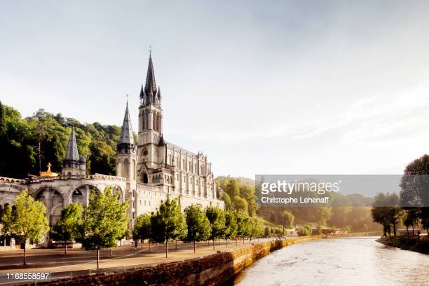 basilica of notre dame du rosaire in lourdes (france). - rosary beads stock pictures, royalty-free photos & images