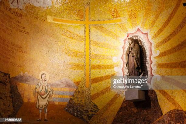 basilica of notre dame du rosaire in lourdes (france). - madonna del rosario foto e immagini stock