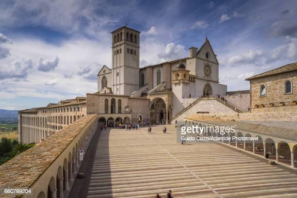 basilica of san francesco - image foto e immagini stock