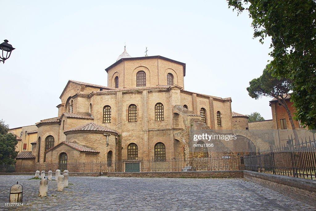 Basílica de San Vitale no crepúsculo, Ravenna, Itália. : Foto de stock