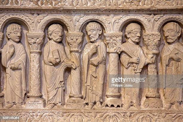 basilica of st. denis. st. osmane chapel . retable of the twelve apostles (a detail). 12th century. stone. discovered by summer mc knight crosby in 1947. - 1947 stock pictures, royalty-free photos & images