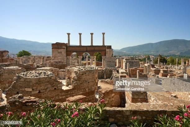 basilica of st.john  at ayasuluk hill selcuk, izmir,turkey. -  キリスト教 伝来の地  ストックフォトと画像