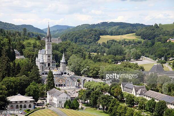 basilique du rosaire and supérieure in lourdes, france - pejft stock pictures, royalty-free photos & images