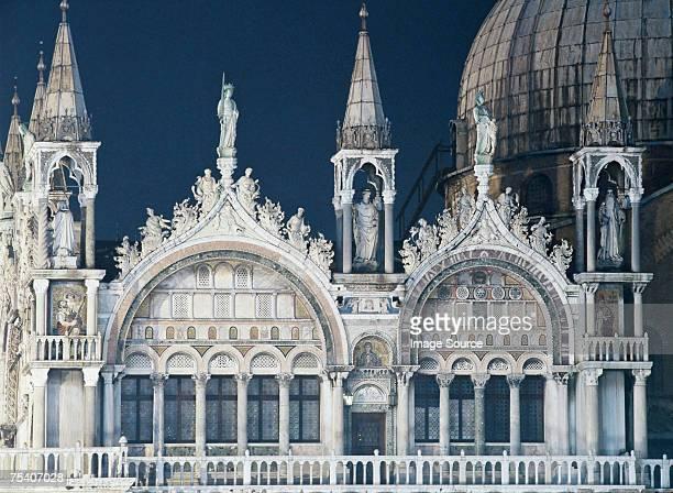 basilica san marco at night - basilica di san marco foto e immagini stock