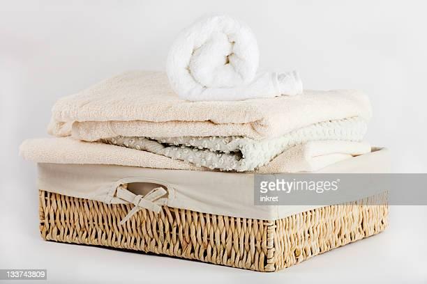 Panier rempli de serviettes