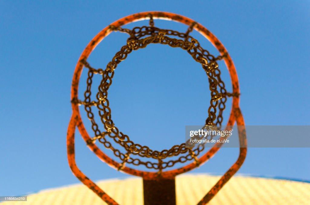 Basket of basketball view of bottom : Foto de stock
