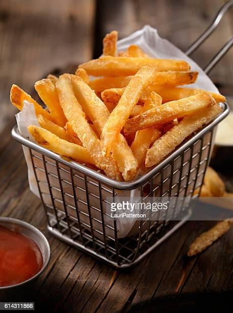 cesta de batata frita - porção de comida - fotografias e filmes do acervo