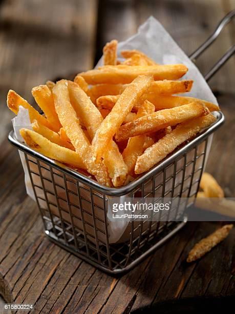 cesta de batata frita - comida de pub - fotografias e filmes do acervo