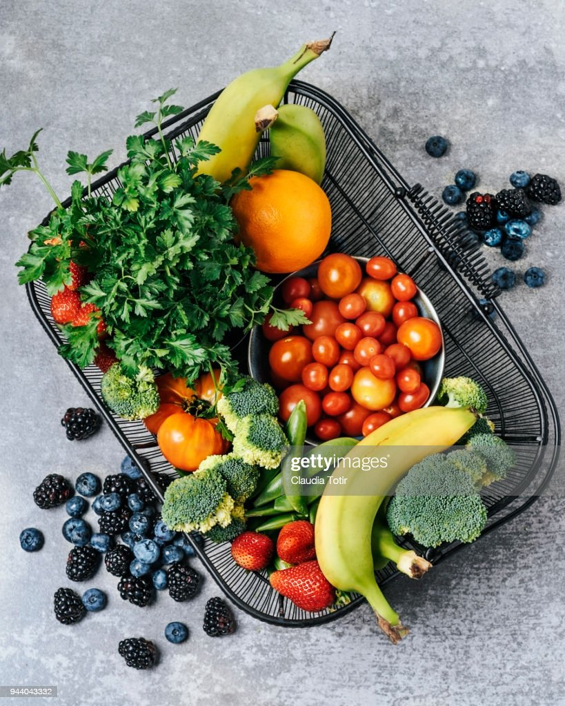 A basket of fresh vegetables, and fruits : Stockfoto