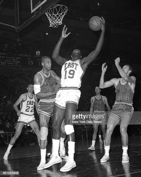 Basketball All Star Game East vs West Later in the first quarter NY Knicks' Willis Reed fights Hawks' Zelmo Beaty for rebound The East favored by ten...