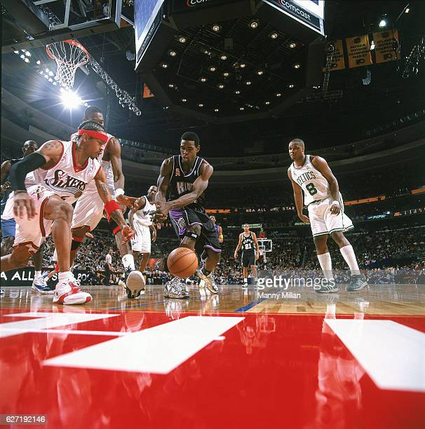 All Star Game Philadelphia 76ers Allen Iverson in action vs Sacramento Kings Chris Webber at First Union Center Philadelphia PA CREDIT Manny Millan