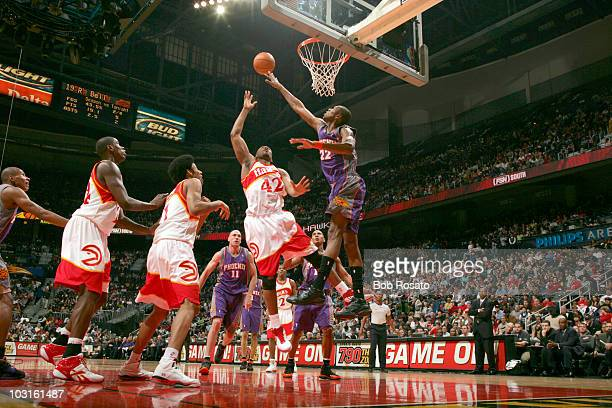Atlanta Hawks Lorenzen Wright in action shot vs Phoenix Suns James Jones Atlanta GA 2/25/2007 CREDIT Bob Rosato