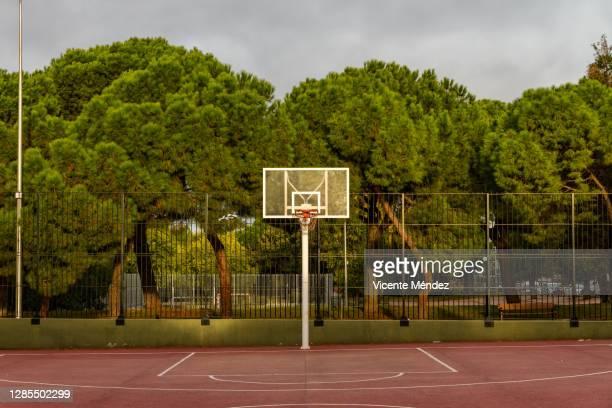 basketball basket - vicente méndez fotografías e imágenes de stock