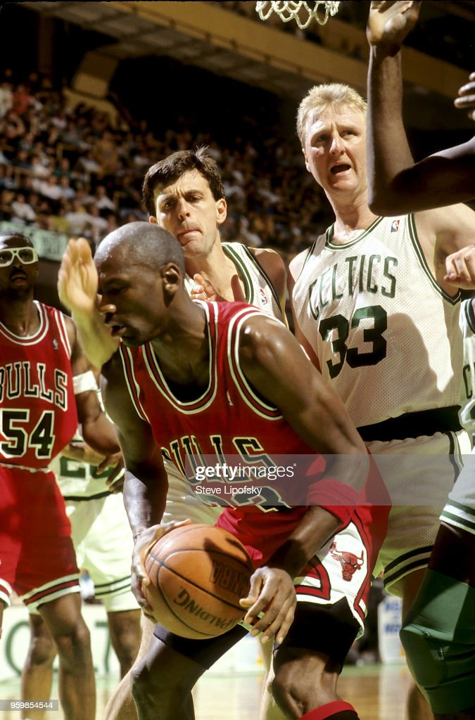 Turbina Naturaleza Despertar  Chicago Bulls Michael Jordan in action vs Boston Celtics Kevin ...