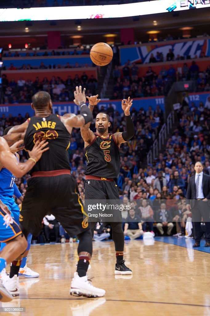 Cleveland Cavaliers JR Smith (5) in action, passing to LeBron James (23) vs Oklahoma City Thunder at Chesapeake Energy Arena. Greg Nelson TK1 )