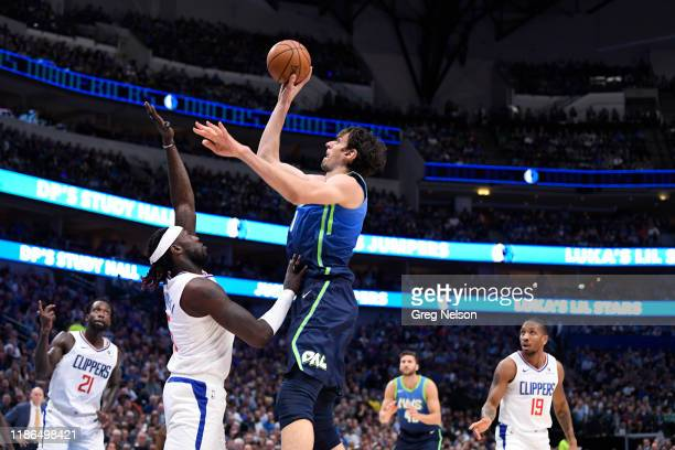 Dallas Mavericks Boban Marjanovic in action, shooting vs Los Angeles Clippers at American Airlines Center. Dallas, TX CREDIT: Greg Nelson