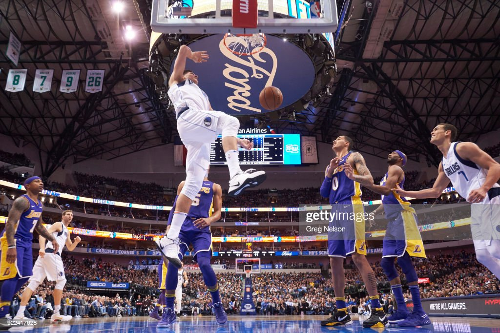 Dallas Mavericks Doug McDermott (20) in action, dunking vs Los Angeles Lakers at American Airlines Center. Greg Nelson TK1 )