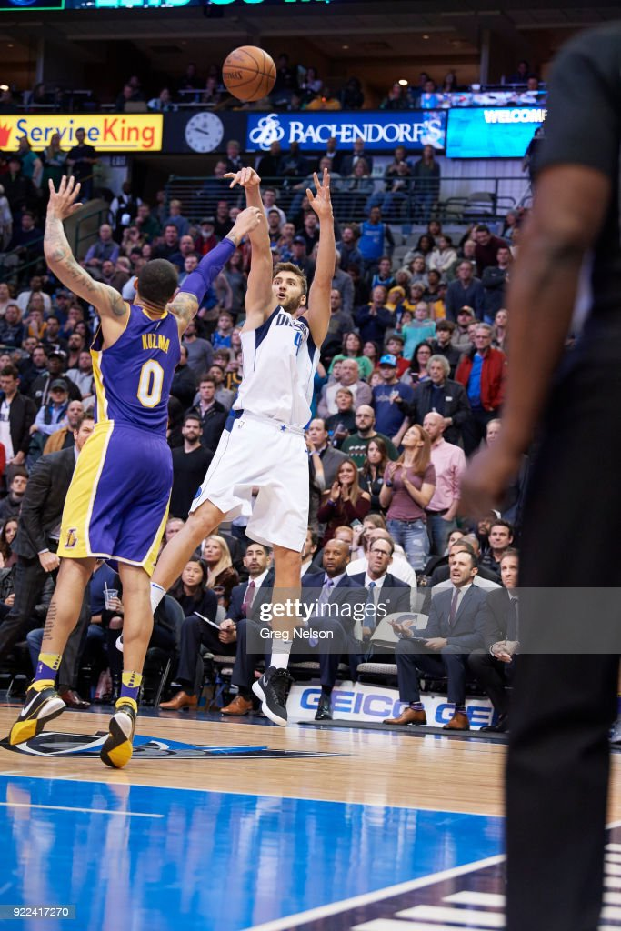 Dallas Mavericks Maxi Kleber (42) in action, shooting vs Los Angeles Lakers at American Airlines Center. Greg Nelson TK1 )