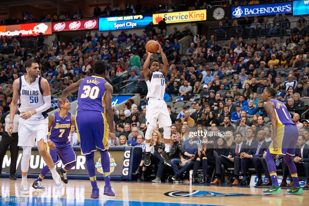 Dallas Mavericks Yogi Ferrell (11) in action, shooting vs Los Angeles Lakers at American Airlines Center. Greg Nelson TK1 )