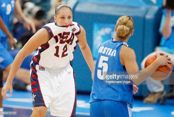 Basketball / Frauen Olympische Spiele Athen 2004 Athen USA Griechenland Diana TAURASI / USA Anastasia KOSTAKI / GRE 250804