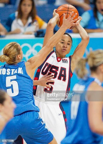Basketball / Frauen Olympische Spiele Athen 2004 Athen USA Griechenland Anastasia KOSTAKI / GRE Dawn STALEY / USA 250804