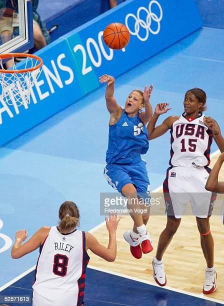 Basketball / Frauen Olympische Spiele Athen 2004 Athen USA Griechenland Ruth RILEY / USA Anastasia KOSTAKI / GRE Swintayla CASH / USA 250804
