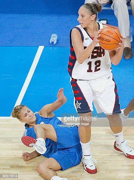 Basketball / Frauen Olympische Spiele Athen 2004 Athen USA Griechenland Anastasia KOSTAKI / GRE Diana TAURASI / USA 250804