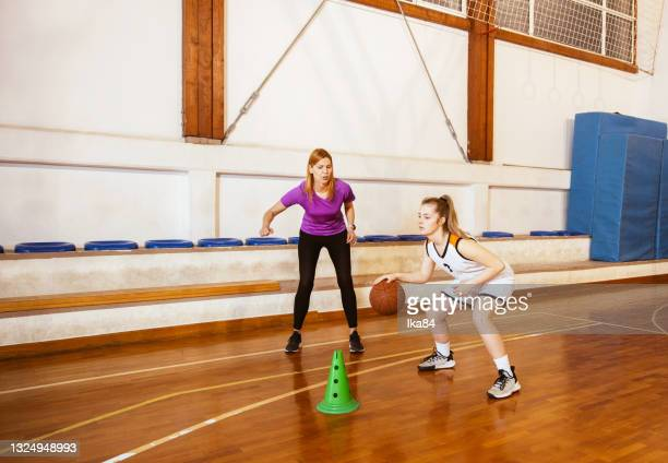 basketball girls team with female coach - basketball uniform stock pictures, royalty-free photos & images